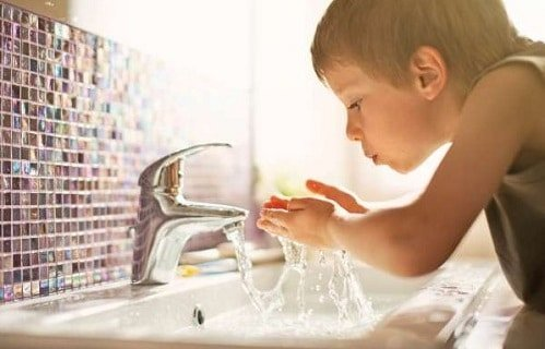 difference between water flow and water pressure